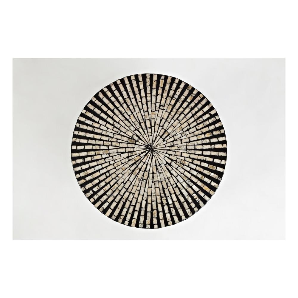 apvalus žurnalinis staliukas, dekoruotas tikromis jūros kriauklėmis, jaukus