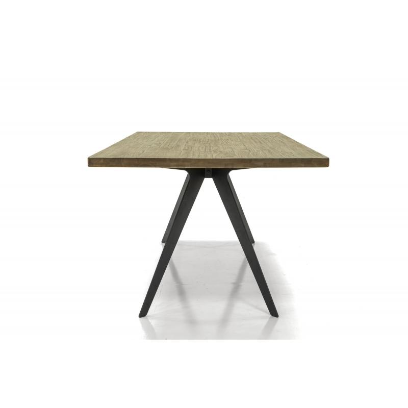 stalas juodomis metalinėmis kojelėmis, rudu stalviršiumi, modernaus dizaino