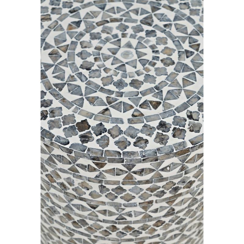 žurnalinis staliukas dekoruotas tikromis jūros kriauklėmis, elegantiškas, prabangaus dizaino