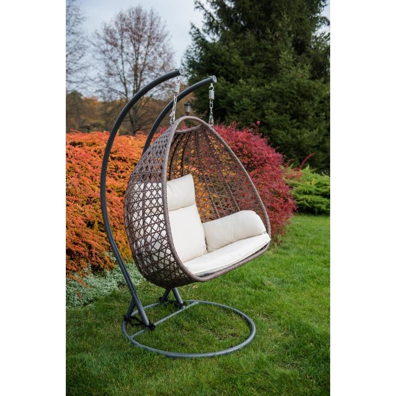 futuristinio dizaino krėslas-kokonas, minimalistinis, su pagalvėm, medinis