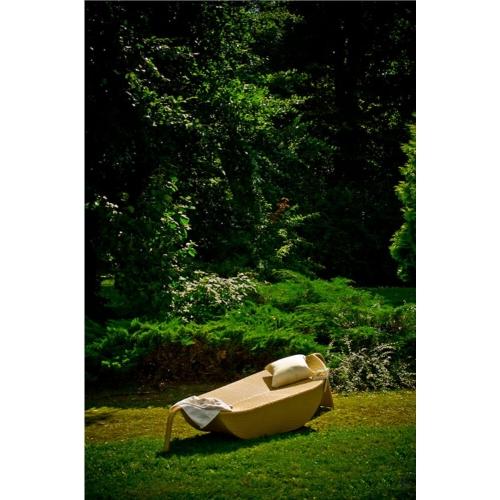 futuristinio dizaino lauko lova, minimalistinė, futuristinė, medinė