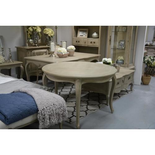 medinis stalas, šviesiai rudos spalvos, lenktomis kojomis